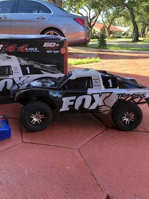 Traxxas Slash, 4x4 VXL Brushless motor - Fox edition for Sale in Hialeah, FL