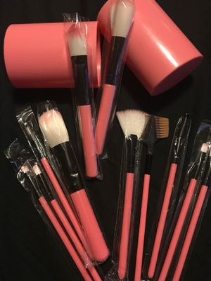 MAKEUP BRUSHES & BLUSHERS- COLOR PINK- for Sale in Midwest City, OK