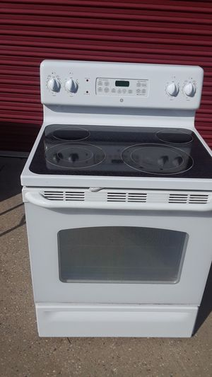 GE self cleaning flat top electric stove. for Sale in Cincinnati, OH