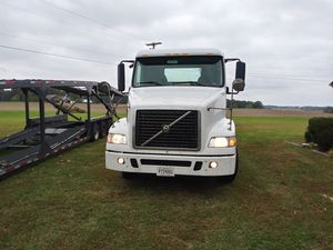 2007 Volvo Daycab - Single Axle for Sale in Monroe, NC