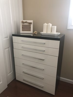 8 drawer dresser with Mirror + 6 drawer chest+ 2 drawer two nightstands for Sale in Perth Amboy, NJ