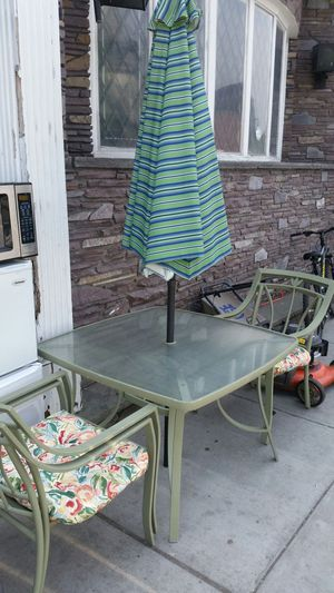 Patio furniture with 4 chairs and umbrella for Sale in Boston, MA