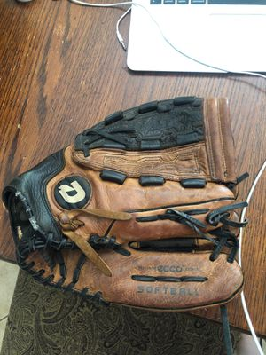 Women's softball glove for Sale in Rancho Cucamonga, CA