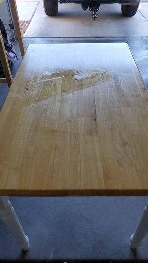 Five foot kitchen table for Sale in Henderson, NV