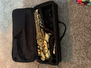 Nice playing saxophone I am washing everything else right now but it comes with everything for Sale in Grayson, GA