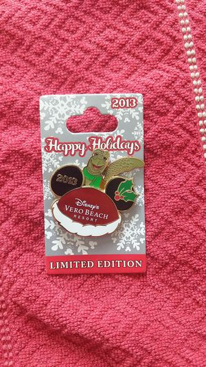 Crush disney pin happy holidays le 500 movement for Sale in Oviedo, FL