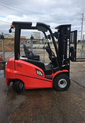 Hangcha electric forklift 14.2 hrs with charger and watering system for Sale in East Carondelet, IL