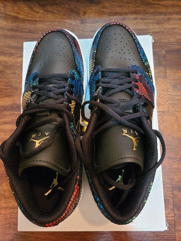 Air Jordan 1 low size 10.5 women/size 9 men