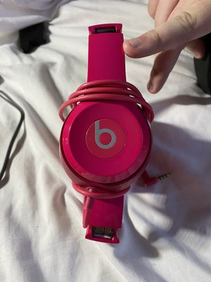 Hot pink solo 2 beats by Dr. Dre for Sale in Lubbock, TX