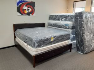King Size Mattress Set (Bed Frame Sold Separately) for Sale in Florissant, MO