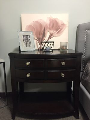 End table with 2 drawers for Sale in Nashville, TN