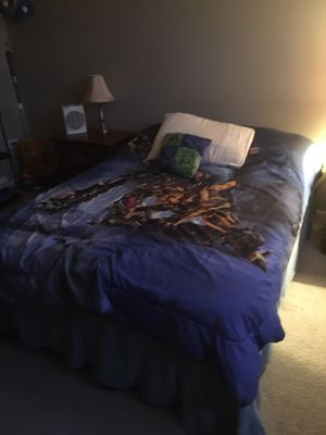 Bedroom set and office desk and chair for Sale in Bolingbrook, IL