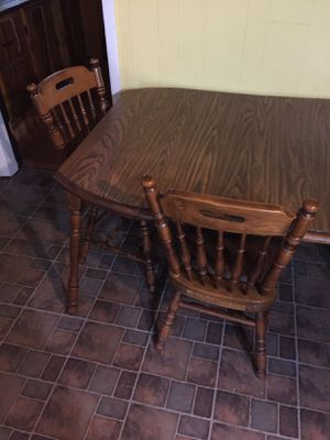 Wood kitchen table and chairs set very nice. for Sale in Gaylord, MI