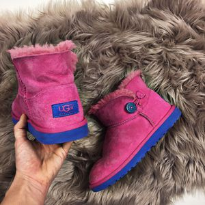 Girls size 4 ugg boots in blue and pink for Sale in Olympia, WA