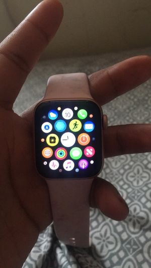 Apple Watch 40mm rose gold Verizon for Sale in Temple Hills, MD