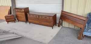 Bassett bedroom set for Sale in Yardley, PA