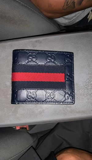 Gucci wallet for Sale in Obetz, OH
