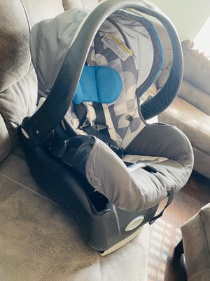 Evenflo infant car seat for Sale in Kennewick, WA