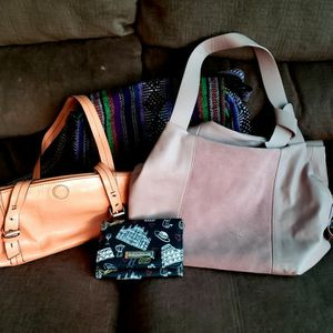 3 Purses And a Wallet for Sale in Port Richey, FL