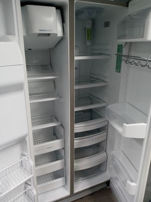 Ge side by side refrigerator stainles steel PERFECT CONDITION 4 MONTH for Sale in MD CITY, MD