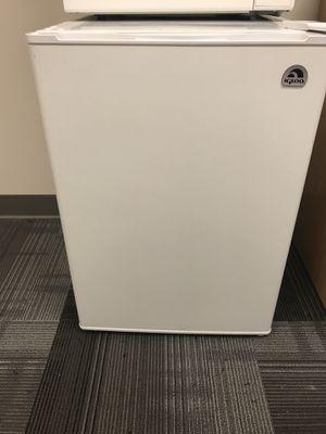 Igloo Mini fridge for Sale in Detroit, MI
