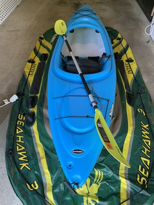 Pelican 10 feet sit in kayak with paddle for Sale in Manchester, CT
