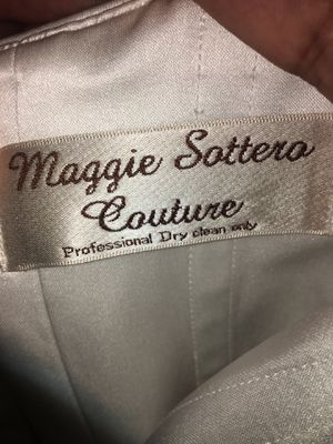 Maggie Sottero Couture Wedding Dress for Sale in Gonzales, LA