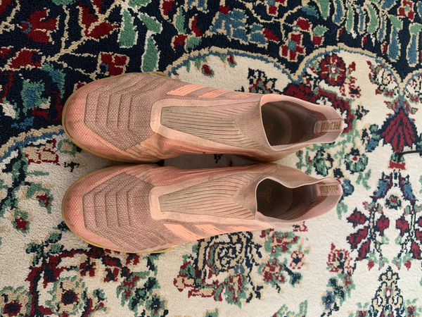 Adidas indoor soccer shoes size 8 1/2