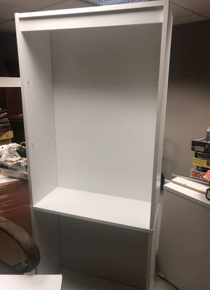 Great condition white bookcase ! for Sale in New Milford, CT