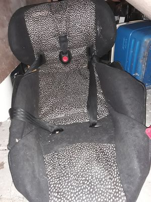 Car seats and bouncy seat for Sale in Savannah, GA