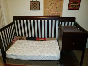 Perfect crib. With changing table for Sale in NEW PRT RCHY, FL