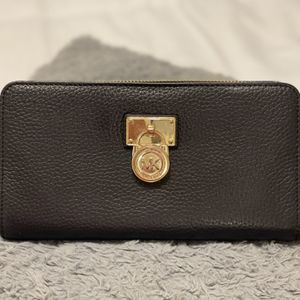 Authentic Michael Kors Wallet for Sale in Lakewood, CA