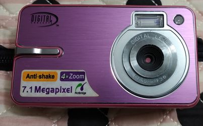 Digital Concepts Pink 7.1 MP Megapixel Digital Point & Shoot camera w/ Anti-Shake & 4X Zoom for Sale in Tacoma,  WA