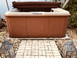 Jacuzzi Hot Tub... Sundance SPA... In Very Good Condition, ONLY $1,500! for Sale in Miami, FL