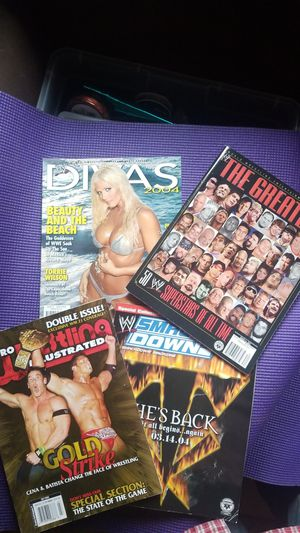4 WWE Magazines Greatest PRO WRESTLING SMACKDOWN DIVAS for Sale in Tualatin, OR