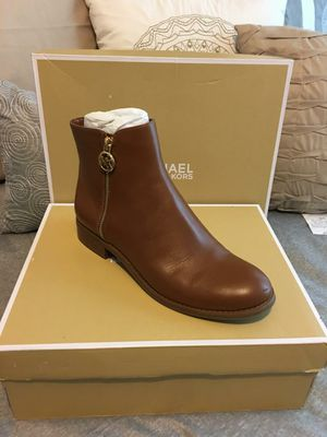 New Authentic Michael Kors WOMEN'S SIZE 8.5 for Sale in Bellflower, CA