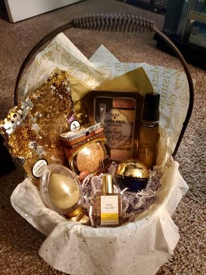 Gold Christmas Gift Basket for Sale in Clearwater, FL
