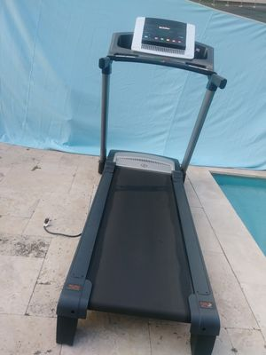 MAKIN SPACE IN MY GUESTSROOM, GREAT BARGAIN! NORDICTRACK TREADMILL 8.0. for Sale in Miami, FL