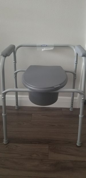 COMMODE CHAIR for Sale in Tampa, FL