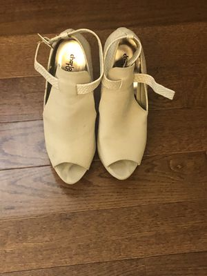 Tan heels size 8 for Sale in Waldorf, MD