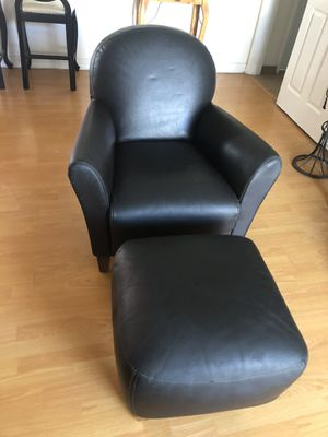 Chair and ottoman. 100% leather.. for Sale in Los Angeles, CA