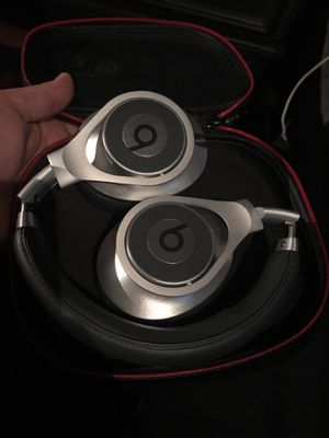 Wired beats studio headphones for Sale in Chicago, IL