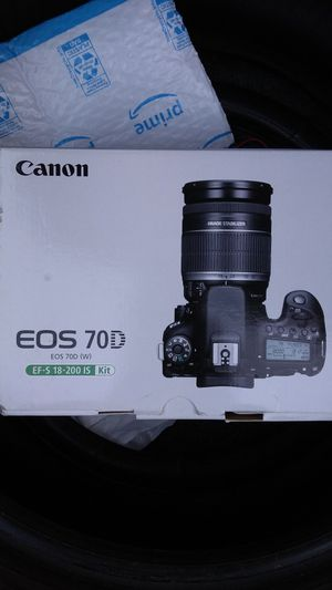 Canon Eos 70D W/18-200mm IS kit lens DSLR digital SLR camera video for Sale in Santa Clara, CA