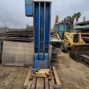 Benwil Side Post Auto Car Lift / Single Post for Sale in Riverside, CA