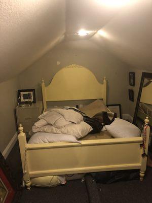 Bed frame (FULL) for Sale in Biloxi, MS