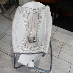 Baby Swing With Music In Very Good Conditions for Sale in Houston, TX
