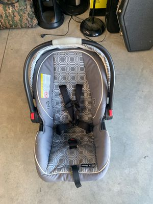 Graco newborn car seat for Sale in Phelan, CA