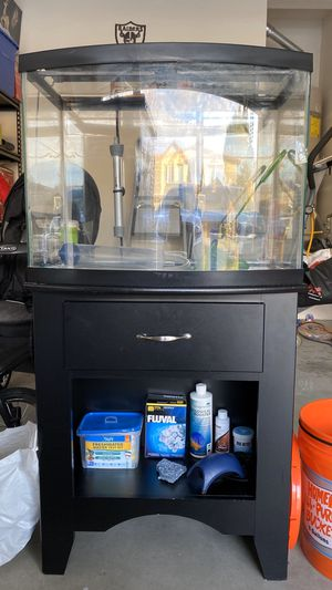 28 gallon bowfront fish tank for Sale in Bakersfield, CA