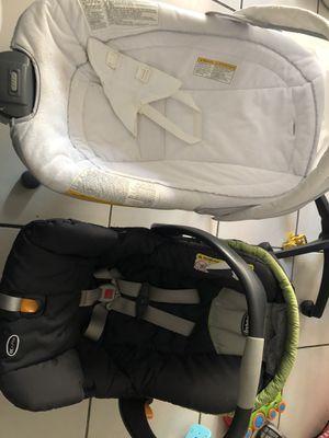 Car seat & bouncer for Sale in Hialeah, FL