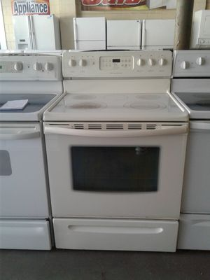 Frigidaire glass top stove for Sale in Tampa, FL